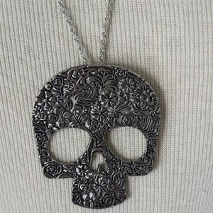 Jewelry - Floral Skull Large Pendant Silver Necklace